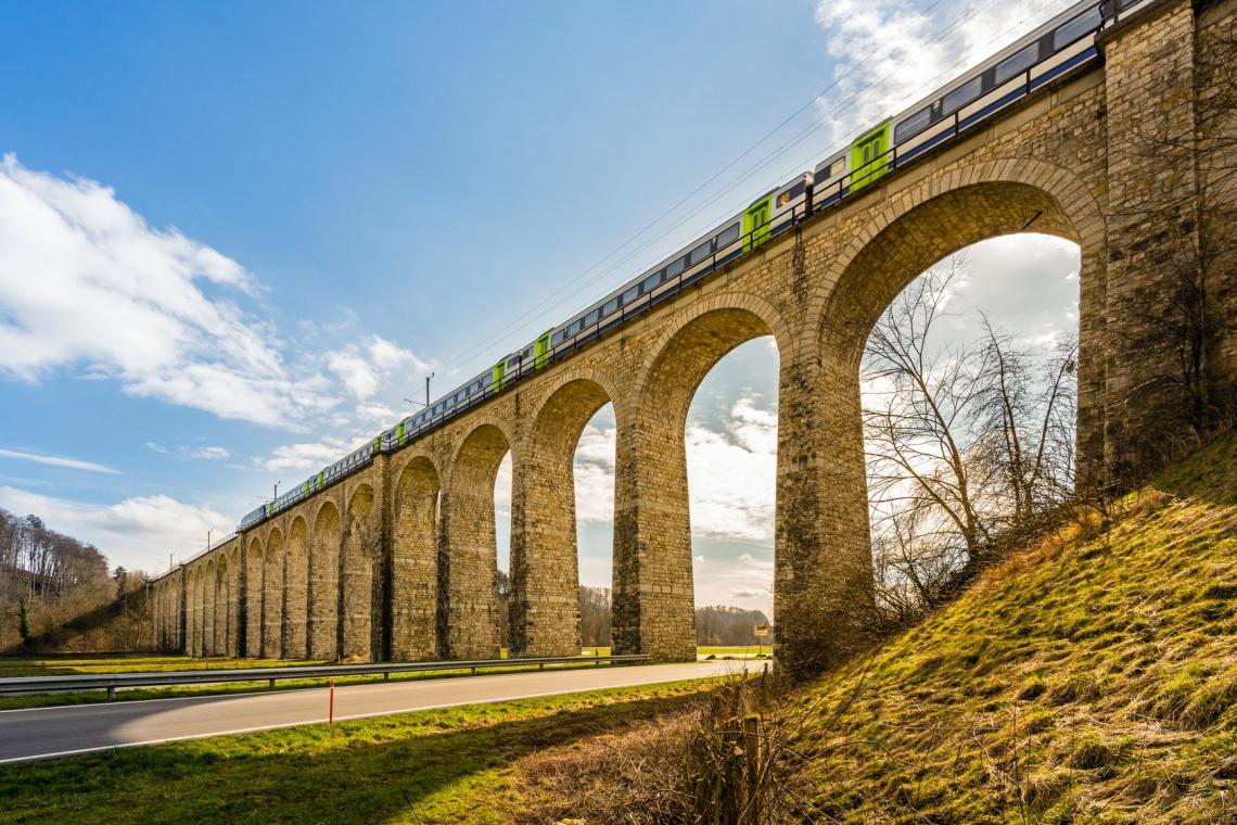 Eisenbahnviadukt bei Gmmenen, Schweiz